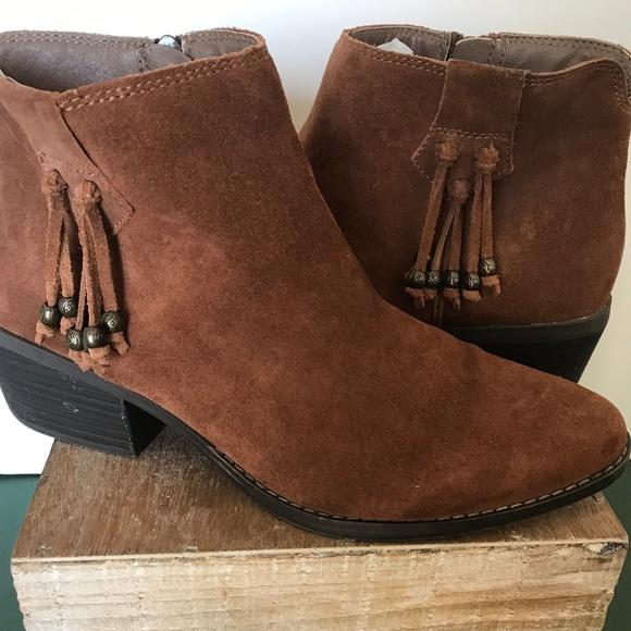 White Mountain Caramel Suede Leather
